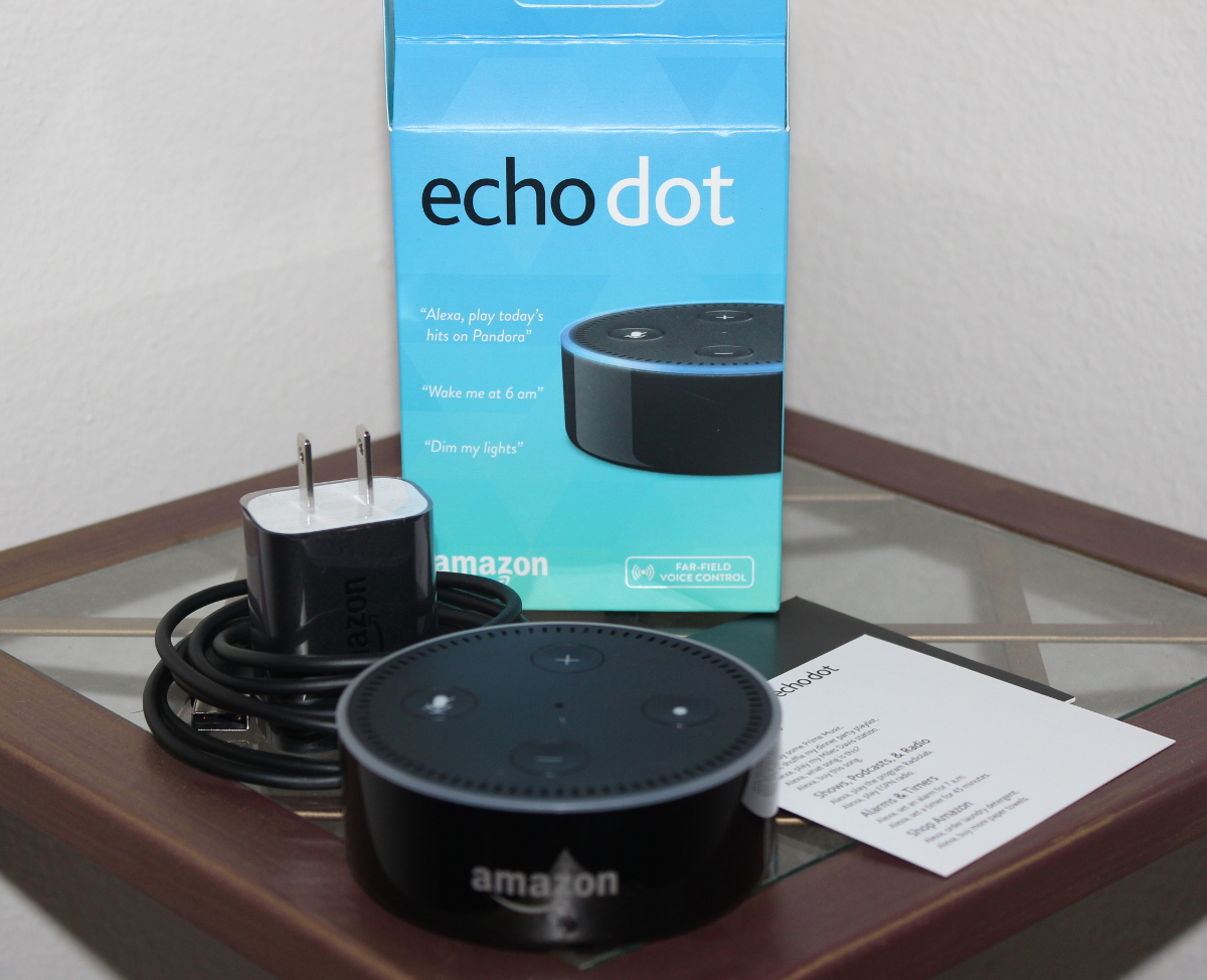 amazon echo dot extends alexa 39 s reach to every room a review. Black Bedroom Furniture Sets. Home Design Ideas