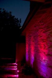 Lightify-Gardenspot-rgb_wall_purple-red
