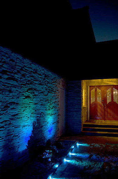 Lightify-Gardenspot-rgb_wall-and-walkway_blue-green