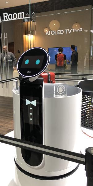 LG CLOi Server Robot